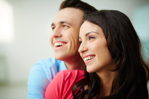 casal com sorriso