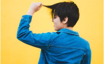 Corte de cabelo curto repicado de adolescente
